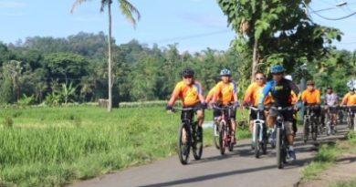 Kapolres Cirebon Kota hadiri  Fun Bike Hari  Bhakti  Imigrasi ke 69 serta  Peduli Dhuafa
