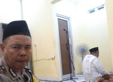 Melalui sholat Subuh berjamaah Bhabinkamtibmas Sukapura jalin silaturahmi