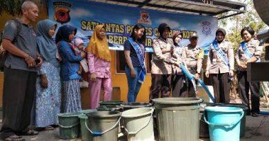 Wujud Nyata Polres Cirebon Kota gelar  Baksos Pemberian  Air Bersih kepada Masyrakat