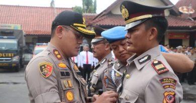 Upacara Sertijab Kasat Binmas  Polres Cirebon Kota dan Pemberian Reward  kepada Anggota berprestasi
