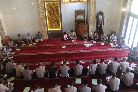 Tingkatkan Iman dan ketaatan Polres Cirebon Kota gelar Binrohtal dan Kebaktian