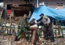 Akibat Tanah Longor , Bhabinkamtibmas Kel Drajat Polsek Utbar Polres Cirebon Kota Polda Jabar ,  Evakuasi warga