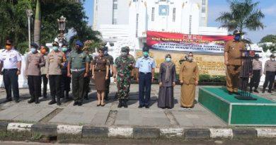 Apel gabungan POLRI, PEMKOT, PEMDA, TNI dalam rangka penyemprotan cairan disinfektan di wilayah Hukum Polres Ciko