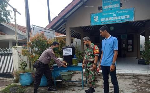 Bhabinkamtibmas Drajat Polres Ciko  bersama warga  buat Hand Sanitizer, Cegah Virus Corona