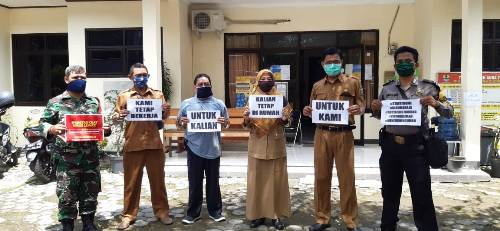 Bhabinkamtibmas Drajat bersama  Perangkat kelurahan  Polres Ciko gelar Sosialisasi cegah penyebaran virus (Covid-19)