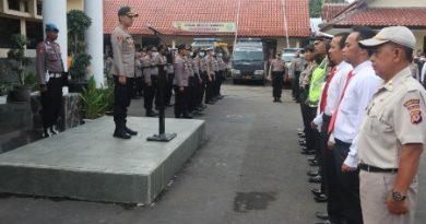 Kapolres Cirebon Kota Saat Dalam Apel Pagi ;Seluruh  Personil Selalu Jaga Kesehatan