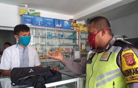 Bhabinkamtibmas Lemahwungkuk Polres Ciko Himbau Warga Lakukan Social Distancing ,Upaya Cegah penyebaran Virus Corona