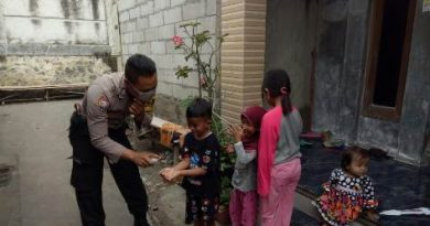 Cegah Penyebaran Virus Covid 19  Bhabinkamtibmas Mundu  Polres Ciko sosialisasikan Pola cuci tangan