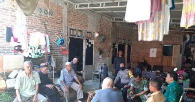 Tanggap Darurat  Covid 19  Bhabinkamtibmas Gunung Jati Polres Ciko FGD bersama warga,
