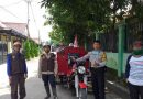 Cegah penyebaran virus Covid 19 Bhabinkamtibmas Lemahwungkuk Polres Ciko Semprot Disinfektan