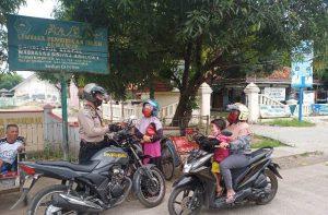 Tunjukan Fungsi Bhabinkamtibmas Polres CIKO Ditengah Masyarakat, Aiptu Maman Surakhman Jelaskan Tata Caranya Mutasi Surat Kendaraan Bermotor