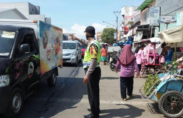 Aturan Larangan mudik , Personil Polsek Kapetakan Polres Ciko Mudik Pantau Pengendara
