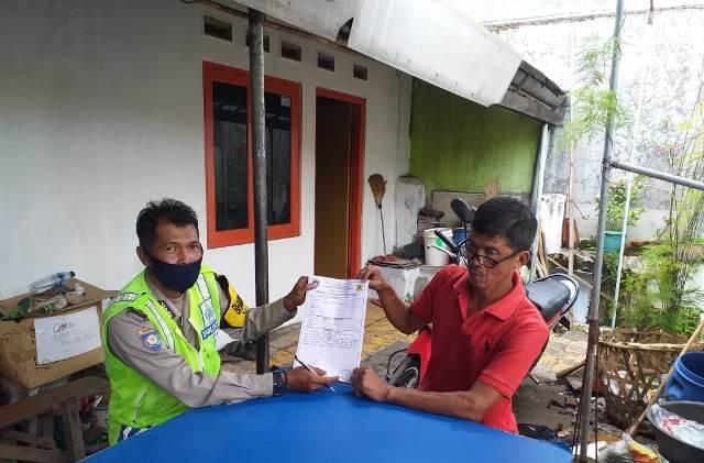 "Aiptu Sugito, Bhabinkamtibmas Kasepuhan Polsek Lemahwungkuk Polres Ciko Sambang Program ""Gunung Jati"""