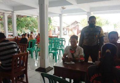 Bhabinkamtibmas Desa Suranenggala Kulon Polsek Kapetakan Polres Ciko Brigadir Dodi Priyadi Melaksanakan Giat Monitoring Penyaluran Bansos