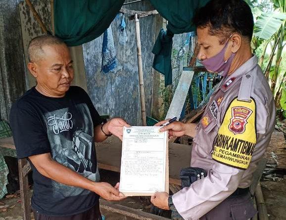 "Bhabinkamtibmas Kelurahan Pegambiran Lemahwungkuk Polres Ciko Aiptu Maman Surakhman Sambang Program ""GUNUNG JATI"""