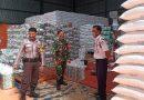 Pantau Ketersediaan Bahan Pokok, Aiptu Maman Surakhman Bhabinkamtibmas Pegambiran Bersama Babinsa Monitoring Gudang Bulog
