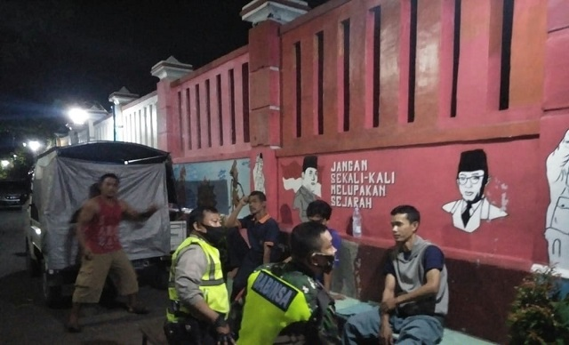 Aiptu Bubung R, Bhabinkamtibmas Kelurahan Pulasaren Seltim Polres CIKO Sambang dan Silahturahmi ke Warga RW 07 Pulobaru Selatan