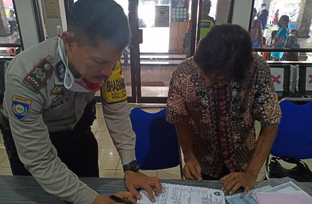 "Bhabinkamtibmas Pegambiran Polsek Lemahwungkuk Polres CIKO Aitu Maman Surakhman Sambang Program ""GUNUNG JATI"""