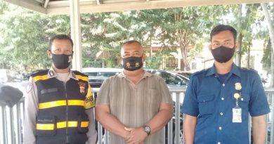 Aiptu Misro Bhabinkamtibmas Kelurahan Kecapi seltim Polres Ciko melaksanakan sambang