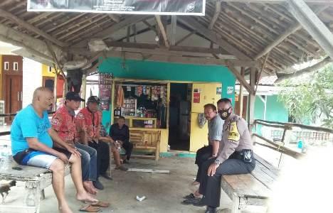 Bripka Junedi Bhabinkamtibmas Kapetakan Polres Ciko sambang desa Melalui Patroli dialogis sampaikan AKB