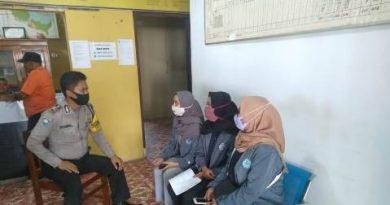 Bhabinkamtibmas Gunung Jati Polres Ciko Bripka Insanul , Sambang Binluh  sampaikan Protokol Kesehatan kepada warga