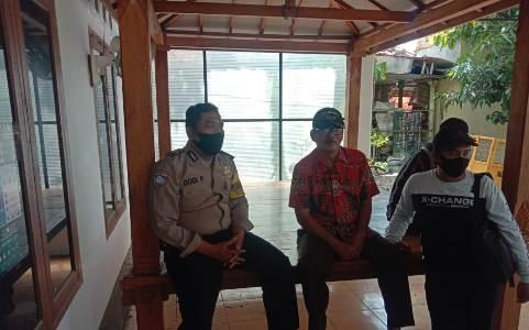 Bhabinkamtibmas kapetakan Polres Ciko Brigadir Dodi Priyadi, sambang warga sampaikan Protokol Kesehatan 3M cegah Covid 19