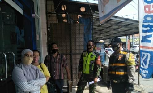 Bhabinkamtibmas seltim Polres Ciko Aiptu Bubung  sambangi warga ajak 3M sesuai Porotokol Kesehatan Covid 19