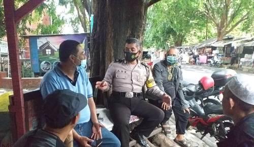 Aiptu Ade Wardaya  Bhabinkamtibmas Polsek Utbar Polres Ciko Diskusi Kamtibmas  ajak warga terapkan  3M AKB di masa Covid-19