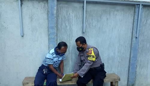 Aiptu Imam Bhabinkamtibmas Utbar Polres CIKO Belanja Masalah warga serta sosialisasikan AKB 3M