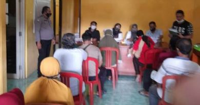 Bripka Agus  Bhabinkamtibmas Gunung Jati  Polres Ciko Kawal BST,  Monitoring Ops Yustisi dengan Prokes Covid 19