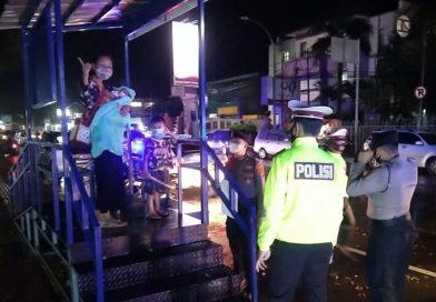 Patroli gabungan Piket Fungsi Polres Cirebon Kota. Sisir warung yang masih buka