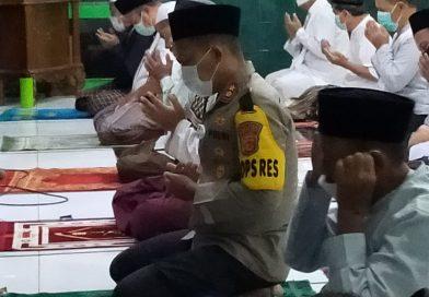 Traweh keliling Kapolres Cirebon kota, kunjungan ke Masjid Nurrohim dalam rangka Bulan Suci Ramadhan 1442 H / 2021 M.