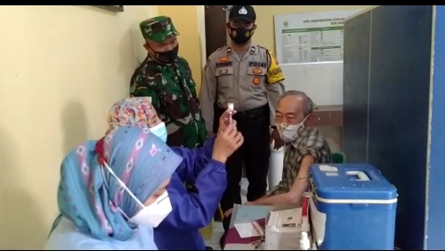 Ops Yustisi  Aiptu Diky Bhabinkamtibmas Seltim Polres Ciko  Monitoring Suntik Vaksin kepada warga