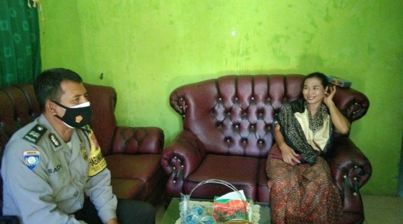 Aiptu Saidi Bhabinkamtibmas karang Kendal  Kapetakan Polres Ciko Himbau warga prokes 5m masa PPKM level 4