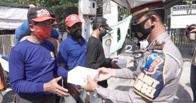Tebarkan kebaikan, jumat berkah Bansos Satlantas Polres Ciko sasar Petugas Kebersihan, Pemulung dan tukang becak