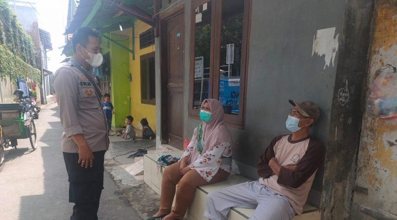 Bhabin kebon baru Polsek Utbar Polres Ciko ,melalui sambang warga ajak terapkan Prokes 5m di masa Pandemi